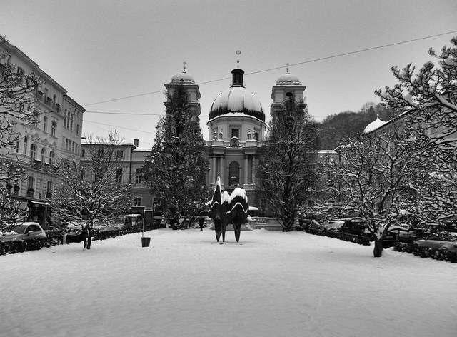 Makartplatz in winter - black and white