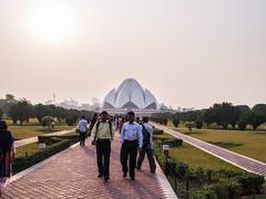 Indien2010_Lotustempel_(20101207)_05