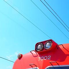 青い空と赤い電車 by Noël Café