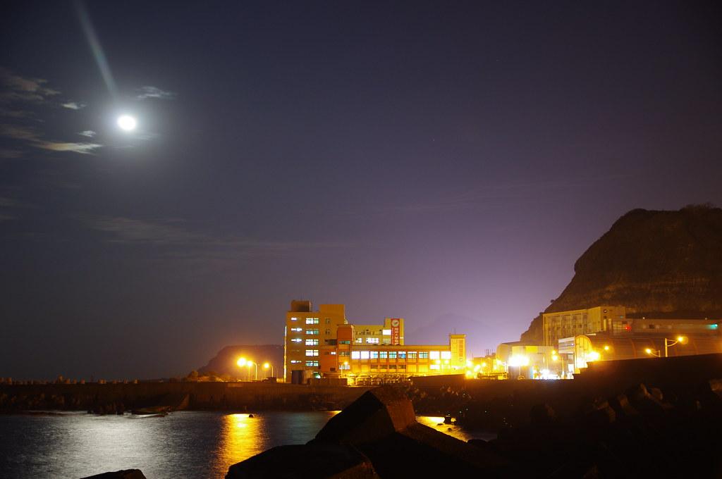 月光與燈光 (一張)
