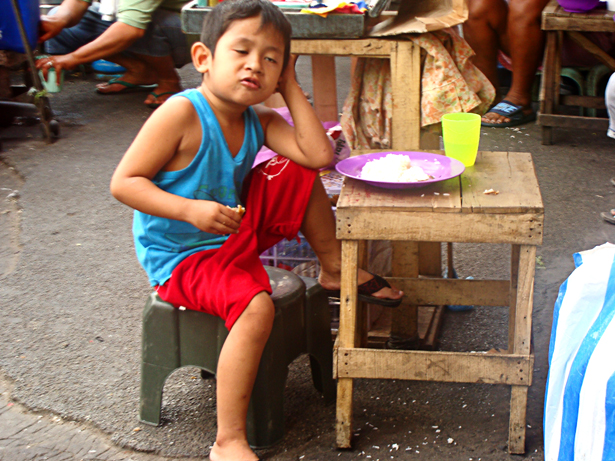 Eating kid at Divisoria