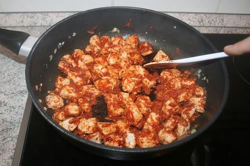 21 - Tomatenmark anbraten / Roast tomato puree