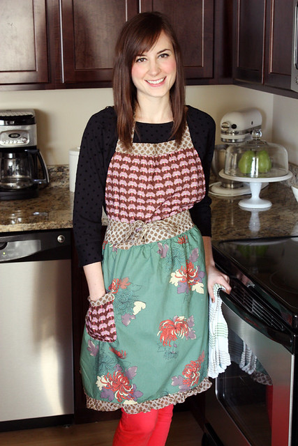 scarlet threads apron {giveaway}