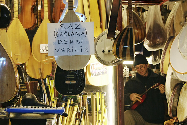 Turkish musical instruments shop in Edirne, Turkey エディルネ、トルコの民族楽器屋さん
