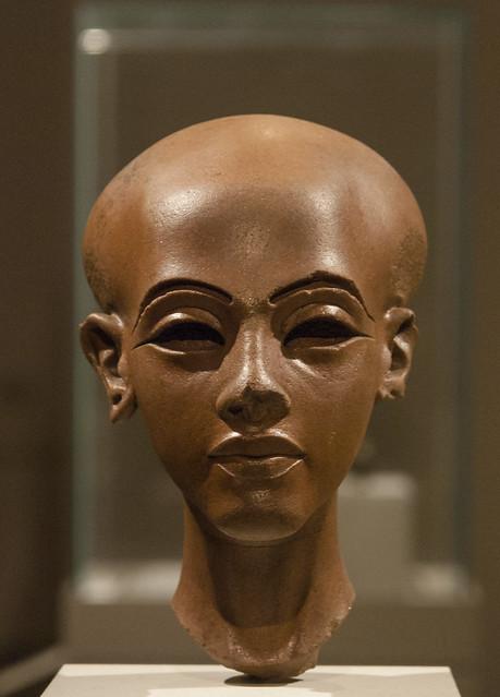 Around to the Queen Nefertiti