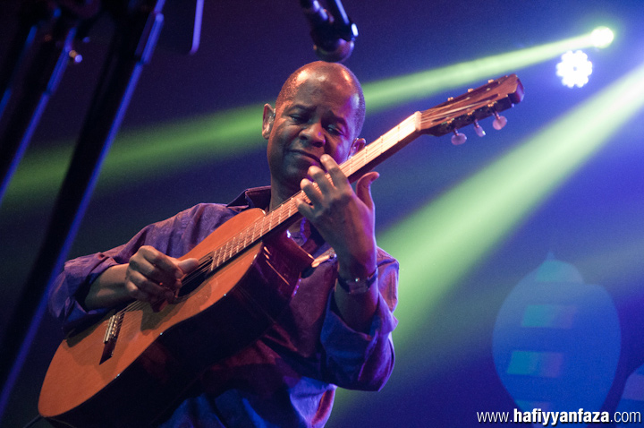 Earl Klugh Performing Live at Java Jazz Festival 2013 Photo by Achmad Hafiyyan Faza