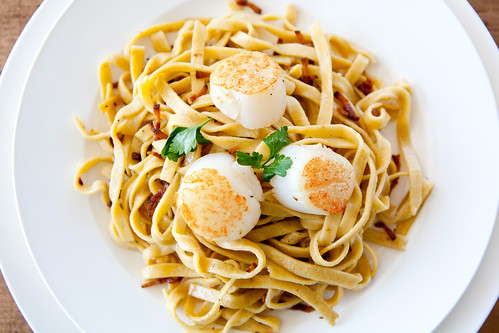 Gluten-free pasta with seared scallops and bacon