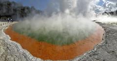 Fuente termal - Champagne Pool (Waiotapu Thermal Park, Rotorua, Nueva Zelanda) - 01