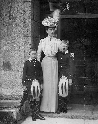 1915 Queen Mary with her two eldest sons, Edward Prince of Wales (later King Edward VIII) and Prince Albert (later King George VI)