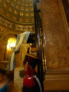Image of  Mausoleo del General San Martín. chile peru argentina buenosaires catedral tumba libertador catedralmetropolitana mausoleo sanmartín catedraldebuenosaires capitalfederal granaderos josédesanmartín granadero granaderosacaballo patriagrande libertadordelapatria