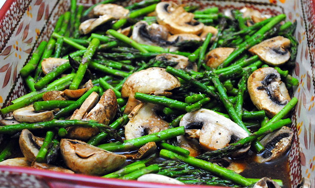 Baked asparagus & mushrooms with balsamic butter sauce – Crazy Jamie