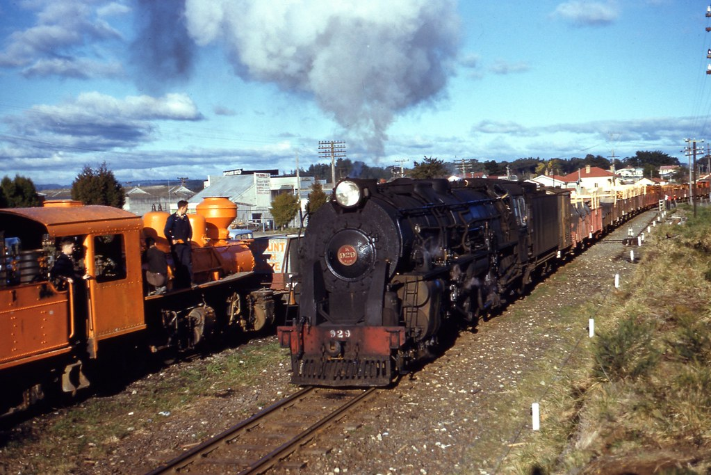 NZR 1959-08-01 K929 on 240 dep Pautarru beside Mallet