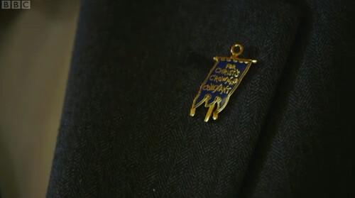 blue banner badge