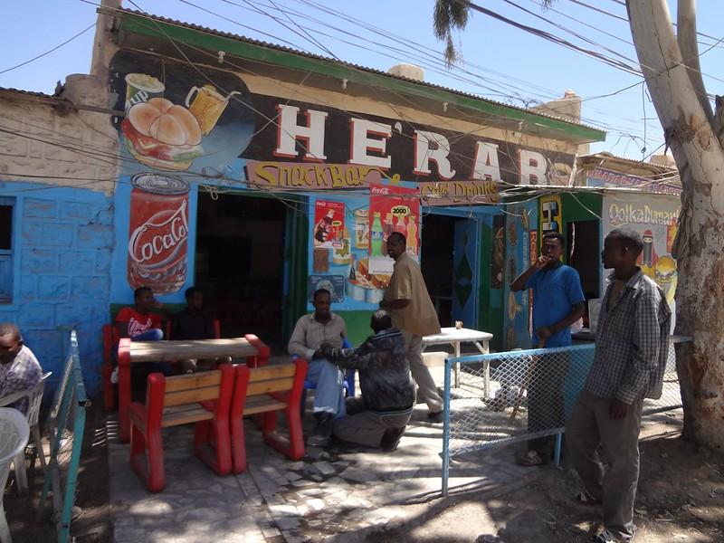 Restaurante com a fachada pintada em Hargeisa