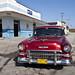 Una antigua máquina americana por las calles de Ranchuelo, Villa Clara, Cuba - 2013
