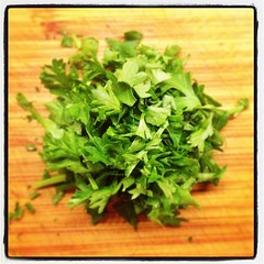 apiales(0.0), brassica rapa(0.0), plant(0.0), produce(0.0), vegetable(1.0), parsley(1.0), herb(1.0), food(1.0), coriander(1.0),