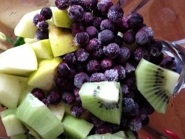 Grüner Blaubeer-Kiwi-Apfel-Smoothie