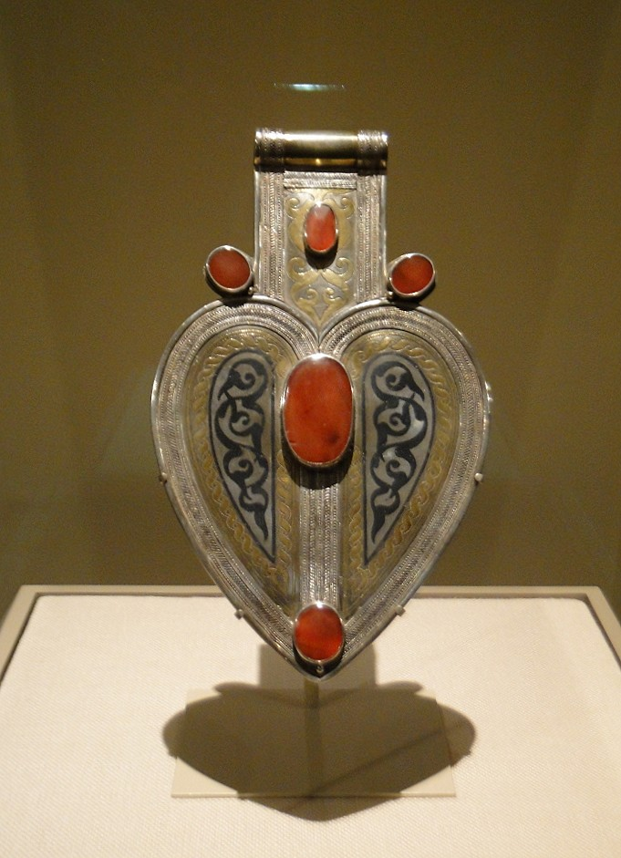 04 1j13_6274 cordiform pendant Turkmen jewelry Metropolitan Museum ofArt