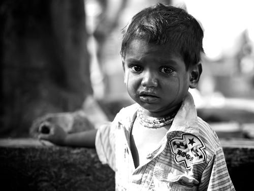 [フリー画像素材] 人物, 子供 - 男の子, モノクロ, 泣く・涙, インド人 ID:201301200600