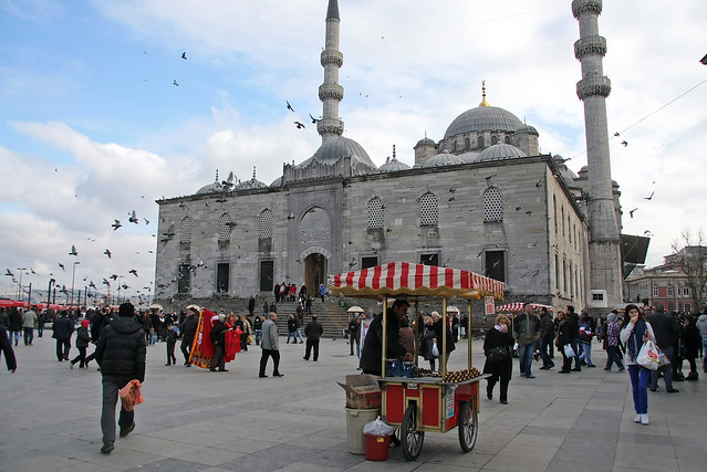 Yeni Cami, Istanbul, Turkey イスタンブール、イェニ・モスクと広場