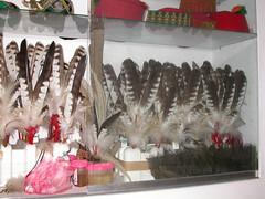 2007年原住民部落工藝店展售的熊鷹羽毛。(攝影:孫元勳)