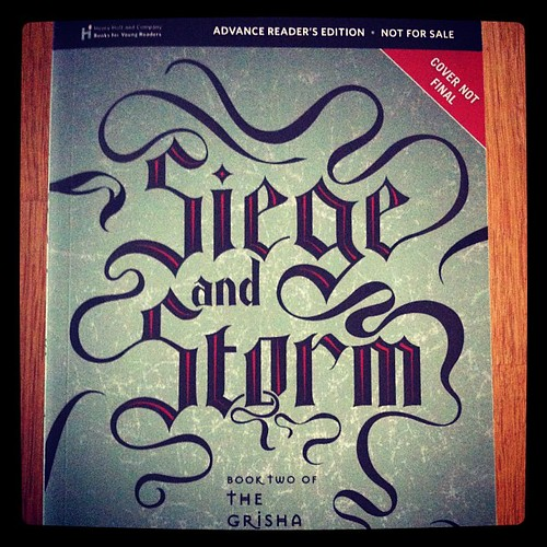 Cover art of Siege and Storm by Leigh Bardugo