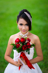 [Free Images] People, Women - Asian, Events, Wedding, Wedding Dress, Malaysian People, People - Flowers / Plants ID:201302021400