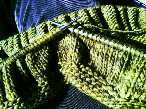 Ruche an Welt Cowl in progress