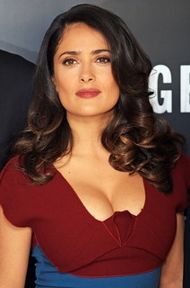salma-hayek-photocall-savages-02