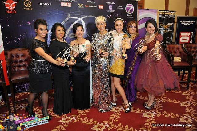 Winners @ Bella Awards 2013 (L-R) - Fara Fauzana, Dato' Ir. Rosaline Ganendra, Gillian Hung, Debbie Goh, Dr. Premitha Damodaran, Low Ngai Yuen