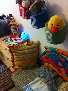 Colors, prints, textures and decorations in LB's room