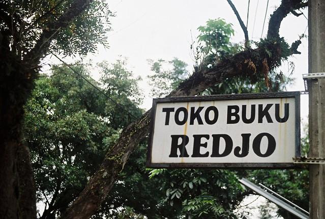 Redjo Bookstore (Jl. Cipunagara)