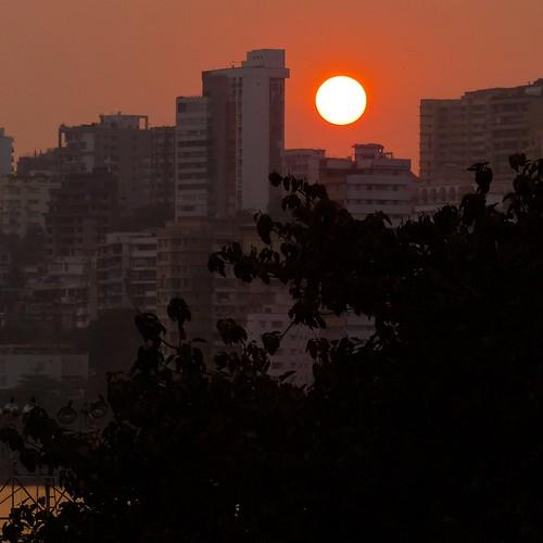 sunset sun india beach silhouette mumbai chowpatty maharasthra earthasia