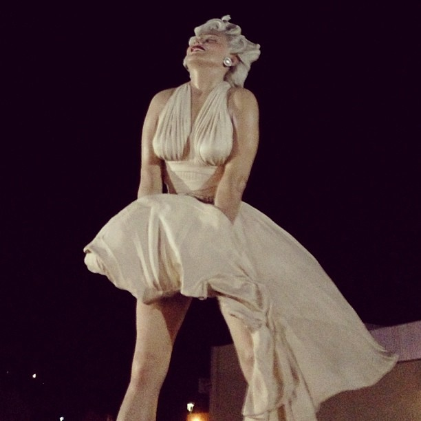 As seen on my run last night, part 2. Marilyn Monroe, 26 foot statue. #seenonmyrun #palmsprings