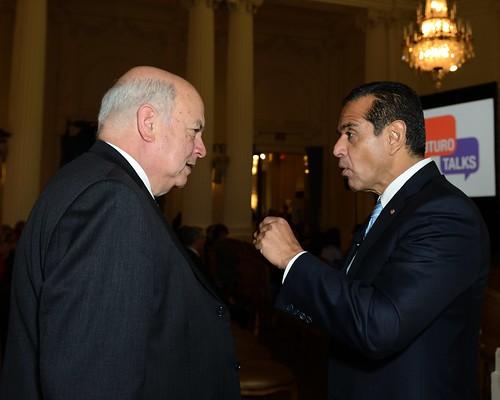 Secretario General conversa con Alcalde Villaraigosa de Los Angeles