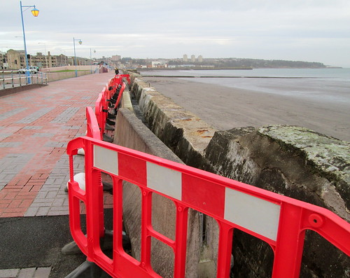Barriers Kirkcaldy Prom