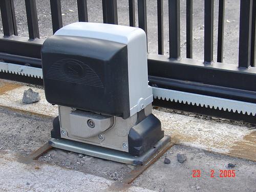 Пример монтжа привода для откатных ворот bx Came.