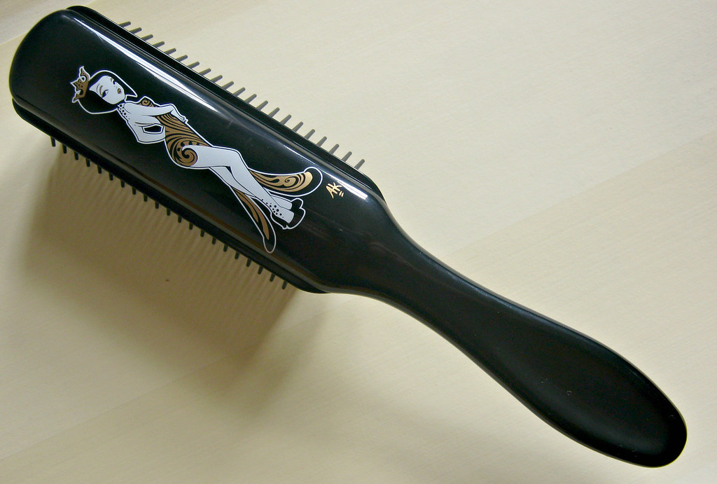 A picture of a Denman Anar Kitty Sassy  Hairbrush.