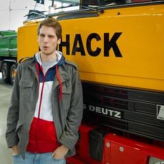 Bild von mir vor einem Magirus Deutz D-Frontlenker des Schwerlastunternehmens Hack