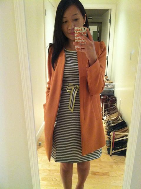 LOFT条纹连衣裙(sz 00P)和Zara大衣在肩上聚集(sz XS)