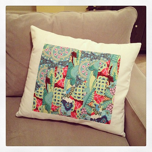 I made a pillow!  Patchwork fabric from @amybutlerdesign , border and back, an old curtain from IKEA. ☺ #ohcraft