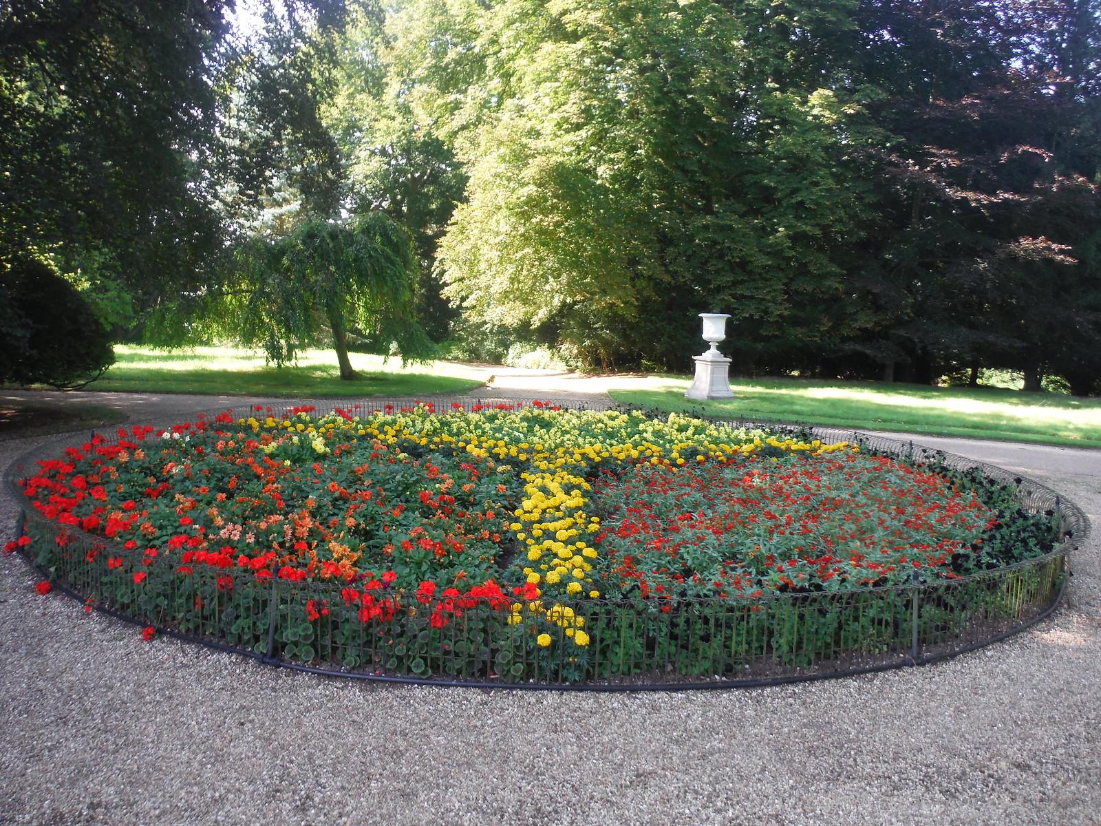 Flowerbed, Waddesdon Manor Gardens SWC 192 Haddenham to Aylesbury (via Waddesdon)