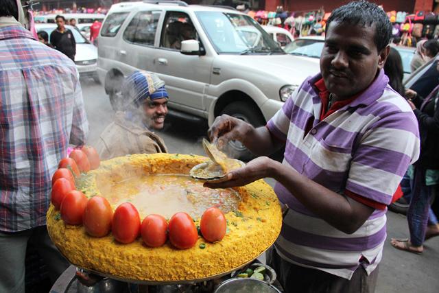 My personal ghugni chaat vendor in Kolkata!