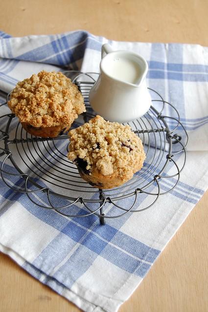 Blueberry crumb muffins / Muffins de mirtilo com cobertura streusel