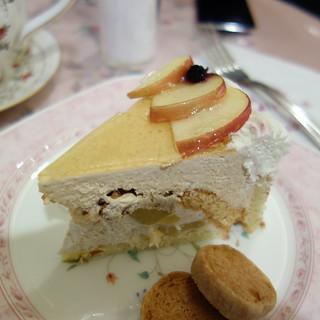 今日のおやつ。マリアサンクの、リンゴとキャラメルのババロア。