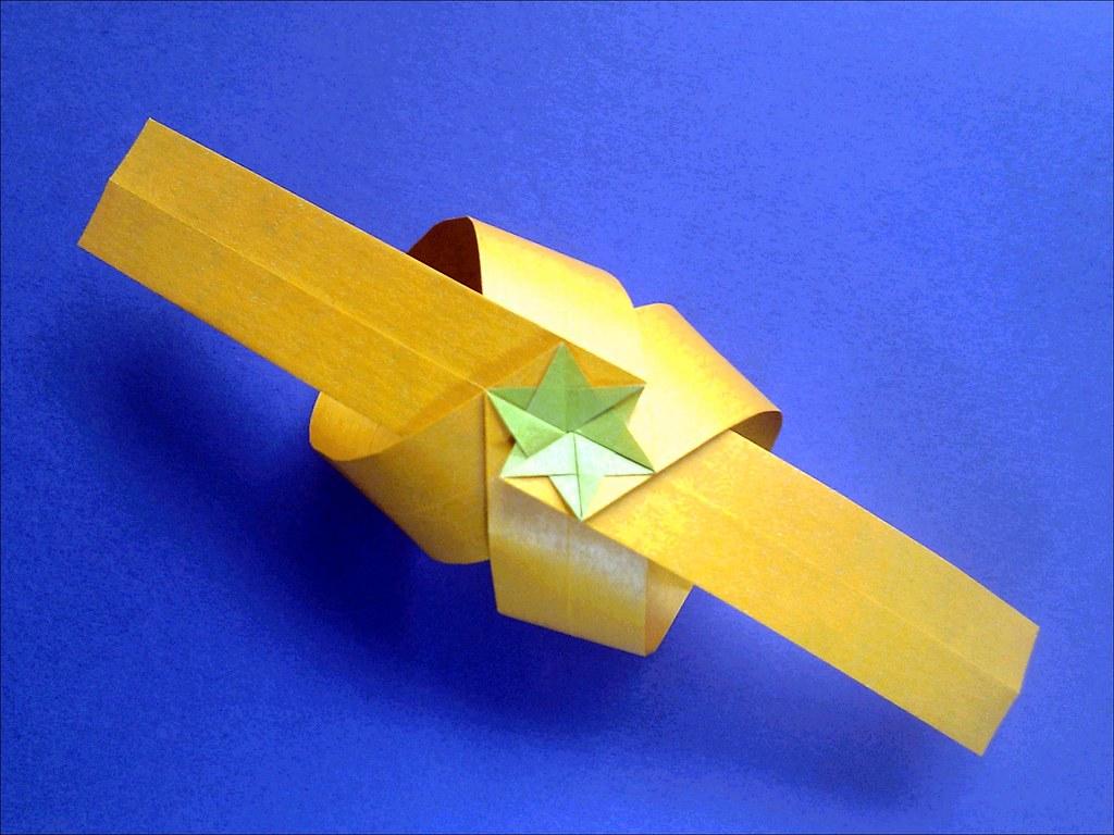 Easy Kirigami Snowflake Tutorial (6 Pointed)   Snowflake origami ...   768x1024