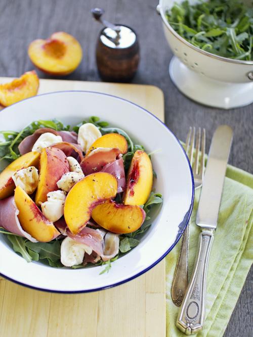 peach & proscuitto salad