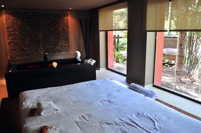 El masaje Thailandés a Duo que nos dieron, en un entorno de relax, con cristaleras que daban a un jardín de bambú y un pequeño lago fue una experiencia que no debes dejar pasar si visitas el Hotel Asia Gardens. asia gardens benidorm, #experiencia en el paraiso - 8556143790 7fd3bb6e22 z - Asia Gardens Benidorm, #experiencia en el paraiso