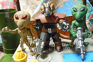 "DOLLAR TREE :: ""ALIEN"" ACTION FIGURE; Green & Tan xvii //..with COMMANDER MOZAR '04  (( 2012 ))"
