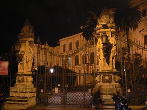 palais la nuit.jpg